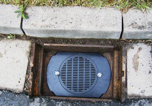 Einsatzbeispiel: Geruchsverschluss zur Beseitigung von Ausgasungen in abwasser- bzw. regenwasserdurchflossenen Straßen- und Hofabläufen