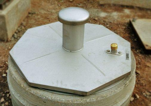 Einsatzbeispiel: UGN-Rohrfilterpatrone, Schadstoff- und Geruchsfilter zum Einsetzen in Be- und Entlüftungsrohre von Pumpenschächten, Entlüftungsdomen, Brunnenabdeckungen