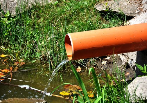 Einsatzbeispiel: Geruchs- und Emissionsblocker, freischwingende, aufschwimmende Gasaustrittssperre gegen Geruchsbelästigung für den Einbau in waagerecht oder senkrecht geführte Rohrleitungen