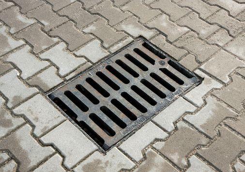Einsatzbeispiel: UGN-Universalfilter, ovale Ausführung, universeller Filtereinsatz für Straßen- und Hofabläufe, Tanks, Abdeckungen von Kläranlagen